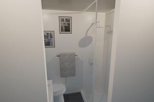 Crew Mod Bathroom 2